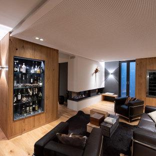 Ispirazione per una cantina shabby-chic style di medie dimensioni con pavimento in legno massello medio, pavimento marrone e portabottiglie a vista