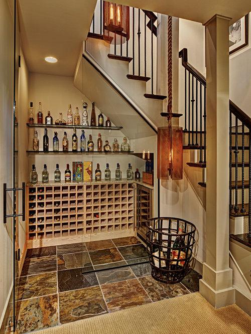 Photos et id es d co de caves vin rangement sous escalier - Cave a vin sous escalier ...