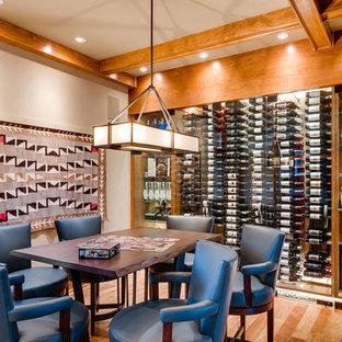 Foto de bodega de estilo americano con suelo de madera en tonos medios, vitrinas expositoras y suelo naranja