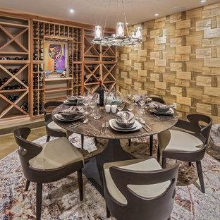 Inspiration för moderna vinkällare, med betonggolv, vinställ med diagonal vinförvaring och grått golv