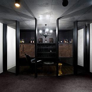 Esempio di una cantina contemporanea di medie dimensioni con moquette, rastrelliere portabottiglie e pavimento grigio