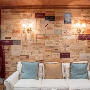 Idéer för att renovera en stor vintage vinkällare, med kalkstensgolv och beiget golv