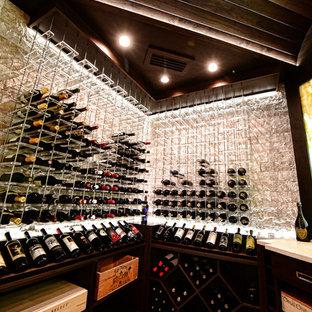 Bild på en mellanstor vintage vinkällare, med klinkergolv i porslin, vindisplay och flerfärgat golv