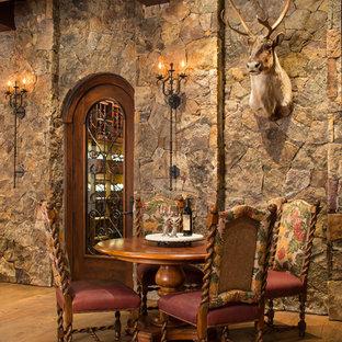 Ejemplo de bodega rústica, grande, con suelo de madera en tonos medios