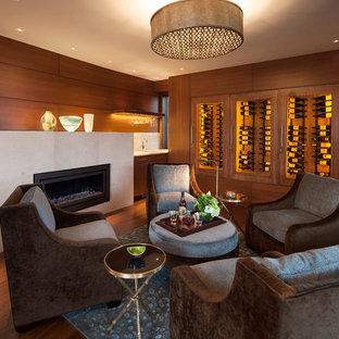 Foto de bodega contemporánea con suelo de madera en tonos medios, vitrinas expositoras y suelo naranja