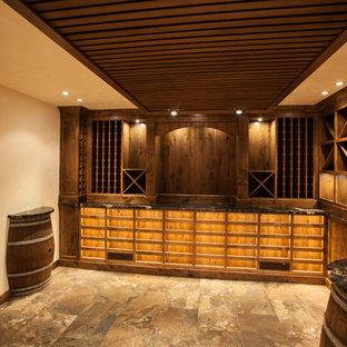 Idéer för en mycket stor asiatisk vinkällare, med vinhyllor