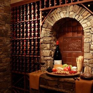 Foto på en medelhavsstil vinkällare