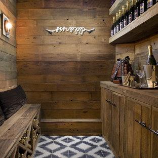Cette photo montre une cave à vin montagne avec des casiers losange et un sol multicolore.