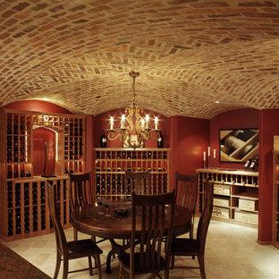Bild på en mycket stor vintage vinkällare, med vinhyllor och beiget golv