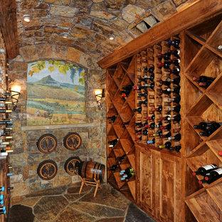 Diseño de bodega rústica, de tamaño medio, con botelleros de rombos y suelo de pizarra