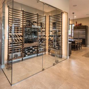 Inspiration för stora moderna vinkällare, med vindisplay, beiget golv och klinkergolv i porslin