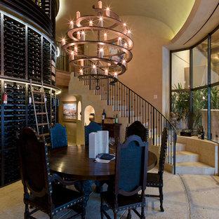 オースティンの地中海スタイルのおしゃれなワインセラー (コンクリートの床) の写真