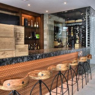 Inspiration för mellanstora moderna vinkällare, med klinkergolv i keramik, vindisplay och beiget golv