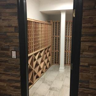 Esempio di una cantina design di medie dimensioni con pavimento con piastrelle in ceramica, rastrelliere portabottiglie e pavimento bianco