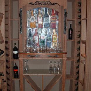 Foto de bodega ecléctica, de tamaño medio, con suelo de travertino y botelleros de rombos