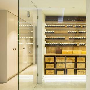 Esempio di una cantina moderna di medie dimensioni con pavimento in cemento e portabottiglie a vista
