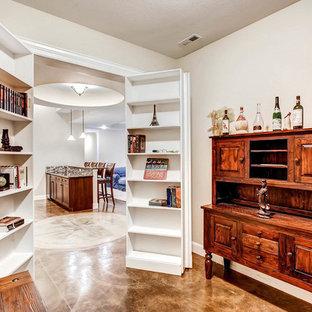 Diseño de bodega clásica, de tamaño medio, con suelo de cemento, vitrinas expositoras y suelo marrón