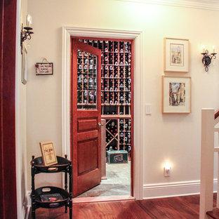 Immagine di una piccola cantina stile americano con pavimento con piastrelle in ceramica e portabottiglie a vista