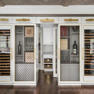 Ejemplo de bodega clásica renovada, de tamaño medio, con suelo de madera en tonos medios, suelo marrón y vitrinas expositoras