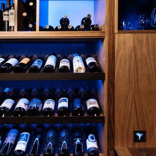 Inspiration för en funkis vinkällare, med vinhyllor