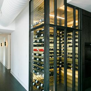 Inspiration för en mellanstor funkis vinkällare, med skiffergolv och vindisplay