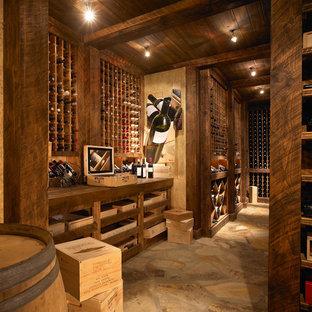Idées déco pour une cave à vin éclectique.