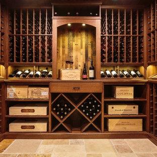 ボストンのトラディショナルスタイルのおしゃれなワインセラー (ディスプレイラック、トラバーチンの床) の写真