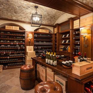 Exemple d'une cave à vin chic avec des casiers et un sol beige.