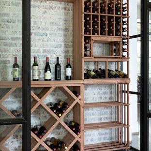 Idéer för att renovera en mycket stor vintage vinkällare, med marmorgolv och svart golv