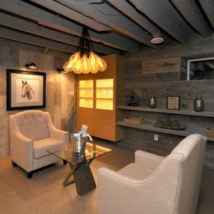 Esempio di una piccola cantina design con pavimento in sughero e portabottiglie a vista