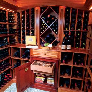 Cette image montre une cave à vin traditionnelle avec des casiers et un sol bleu.