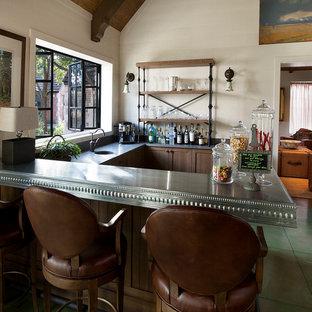 フェニックスのトラディショナルスタイルのおしゃれなワインセラーの写真