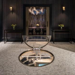 Imagen de bodega minimalista, pequeña, con suelo de cemento, botelleros y suelo negro