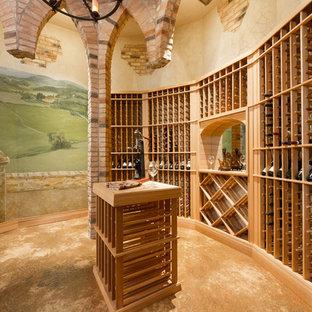Imagen de bodega mediterránea con botelleros y suelo marrón
