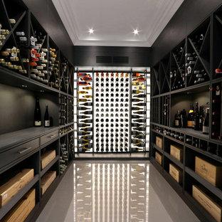 Idee per una cantina eclettica di medie dimensioni con pavimento in marmo e pavimento bianco