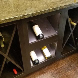Cette image montre une cave à vin.