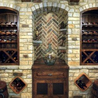Esempio di una cantina classica con rastrelliere portabottiglie e pavimento grigio