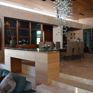 Diseño de bodega moderna, grande, con suelo de baldosas de terracota y vitrinas expositoras