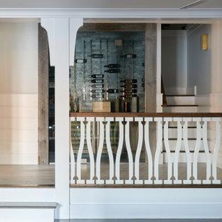 Modelo de bodega marinera, de tamaño medio, con suelo de baldosas de porcelana, vitrinas expositoras y suelo gris