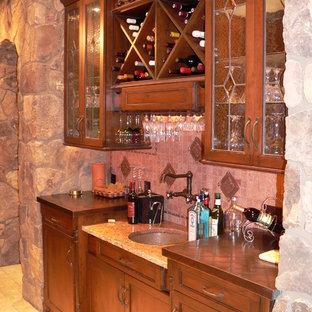 Inspiration pour une cave à vin bohème.