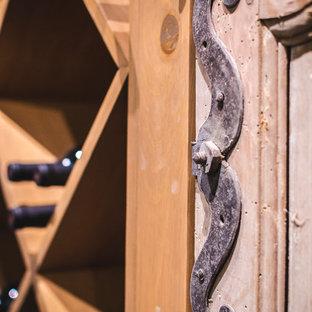 Idées déco pour une cave à vin classique.