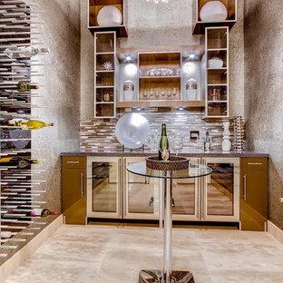 Immagine di un'ampia cantina chic con pavimento in marmo e portabottiglie a vista