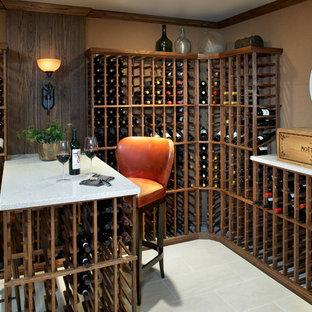 Aménagement d'une cave à vin bord de mer de taille moyenne avec un sol en carrelage de porcelaine et des casiers.