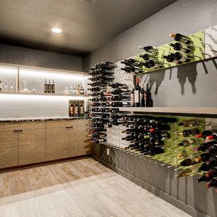 Ejemplo de bodega retro con suelo de madera clara y botelleros