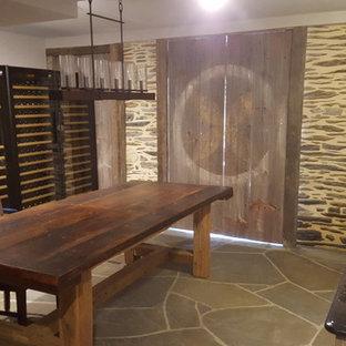 Idee per una cantina country con pavimento in pietra calcarea