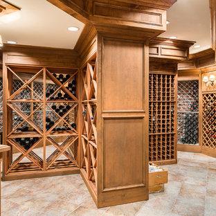 Foto de bodega campestre, grande, con suelo de piedra caliza y botelleros