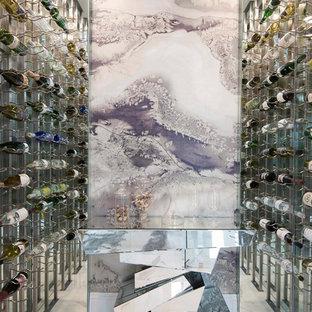 他の地域のコンテンポラリースタイルのおしゃれなワインセラー (ワインラック、マルチカラーの床) の写真