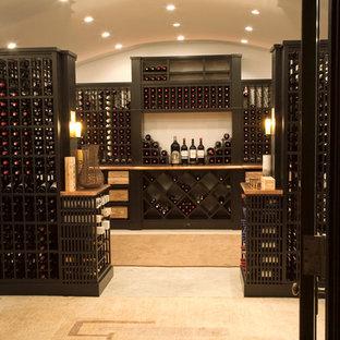 Inspiration pour une cave à vin asiatique.