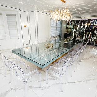 Foto de bodega minimalista, de tamaño medio, con suelo de mármol, vitrinas expositoras y suelo blanco