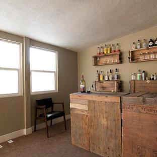 Cette photo montre une cave à vin éclectique.